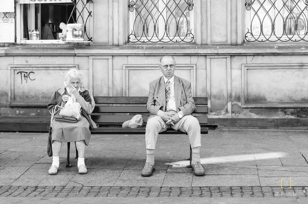 Photo de rue - Couple ou étrangers?